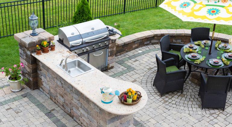 outdoor kitchen trend