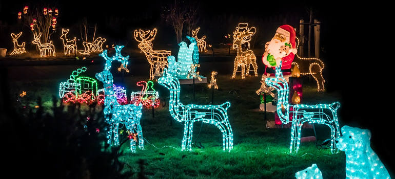 how to decorate a garden for christmas
