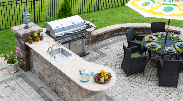 Spend A Relaxing Day Out In Your Trendy High Tech Outdoor Kitchen