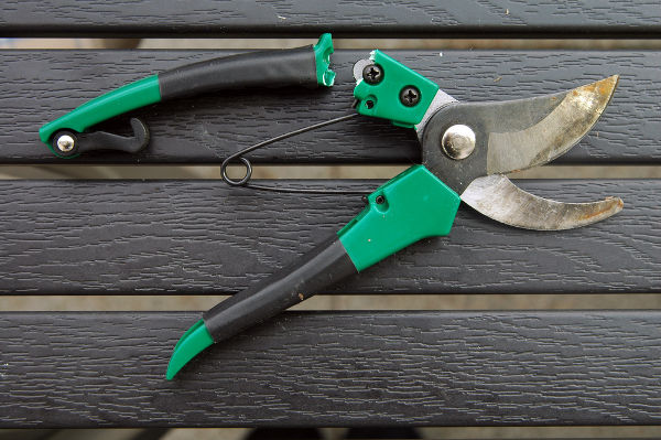 how to repair your gardening tols